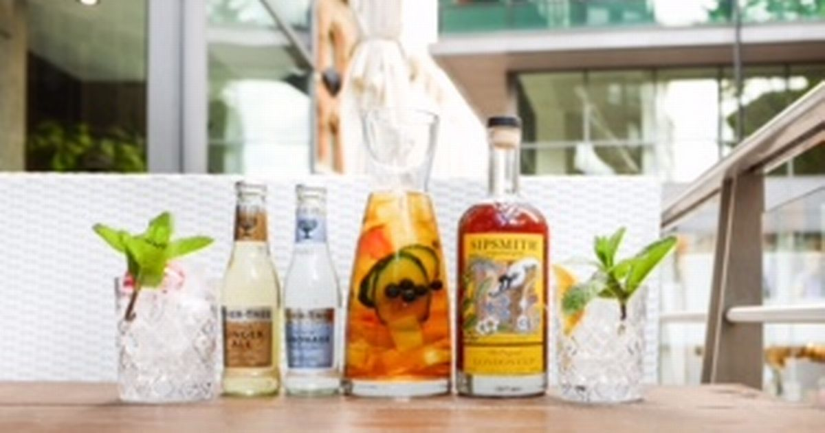 Grafene Restaurant Gives Away Free Gin To Celebrate First Year In Manchester photo