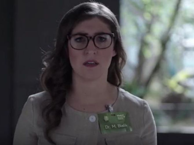 Mayim Bialik And Hodor Insult Plastic Bottle Users photo