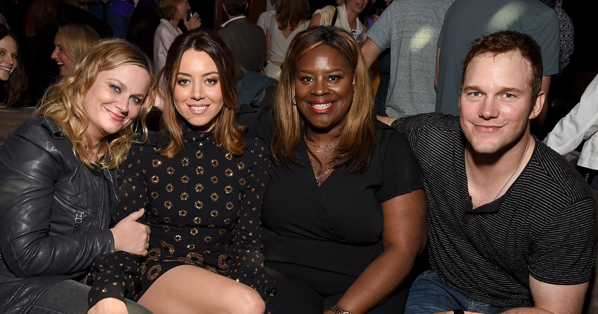 It's A Parks And Rec Reunion! chris Pratt, Amy Poehler & Retta Come Together To Support Aubrey Plaza photo