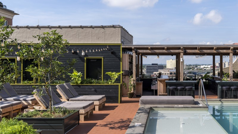 In New Orleans, A Tasteful Lodging In An Art Deco Gem photo