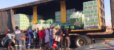 Motorists Loot Heineken Truck photo