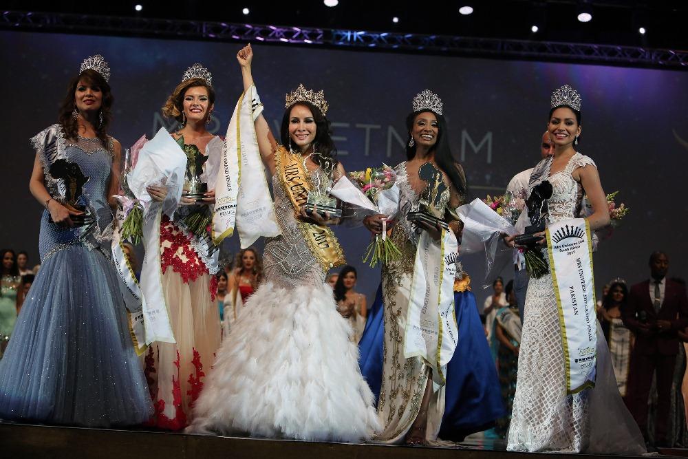 Vietnam Claims Mrs Universe Crown photo