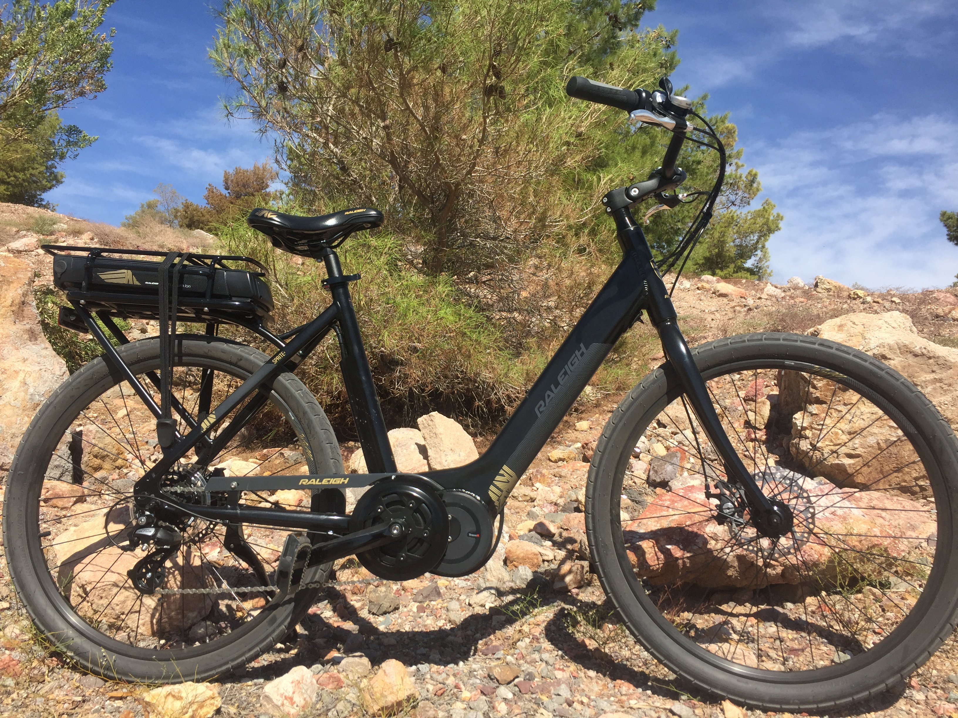 The 2018 Raleigh Sprite Ie E-bike Is Fun And Affordable photo
