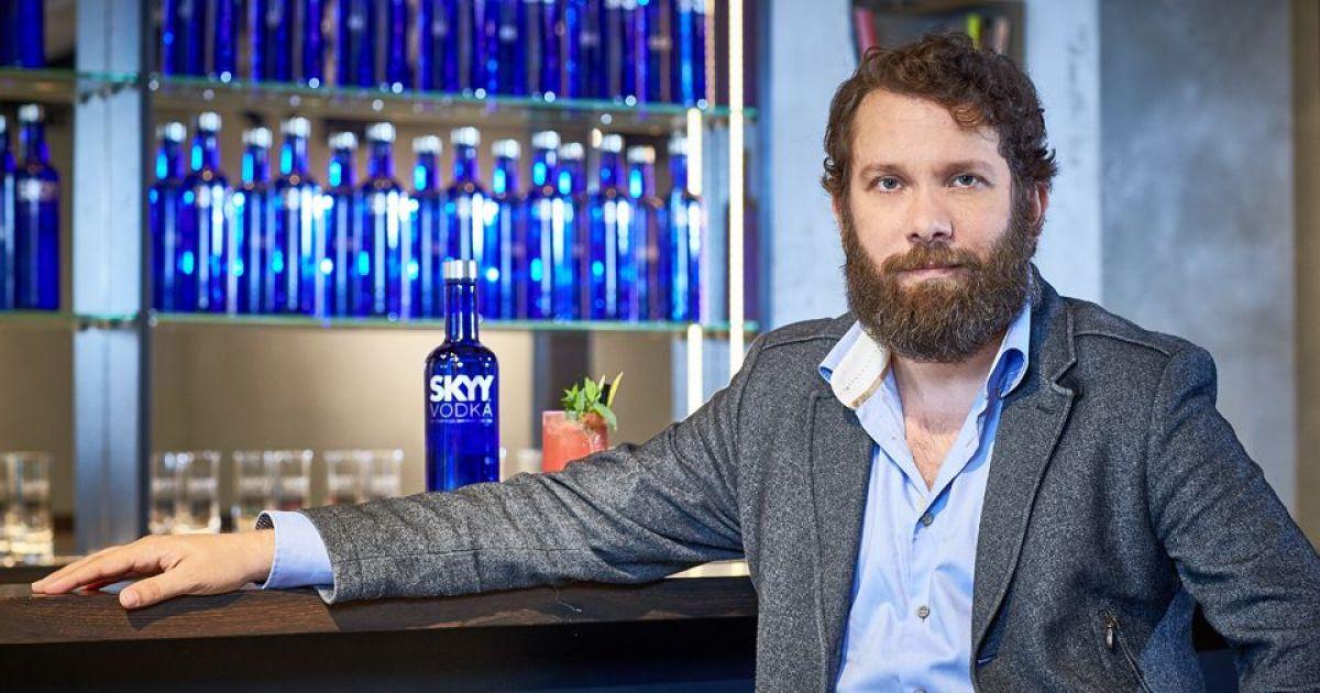 """Gewinne Einen Reisegutschein Mit Skyy Vodka!: """"straight Support"""" Mit Christian Ulmen Und Skyy Vodka photo"""