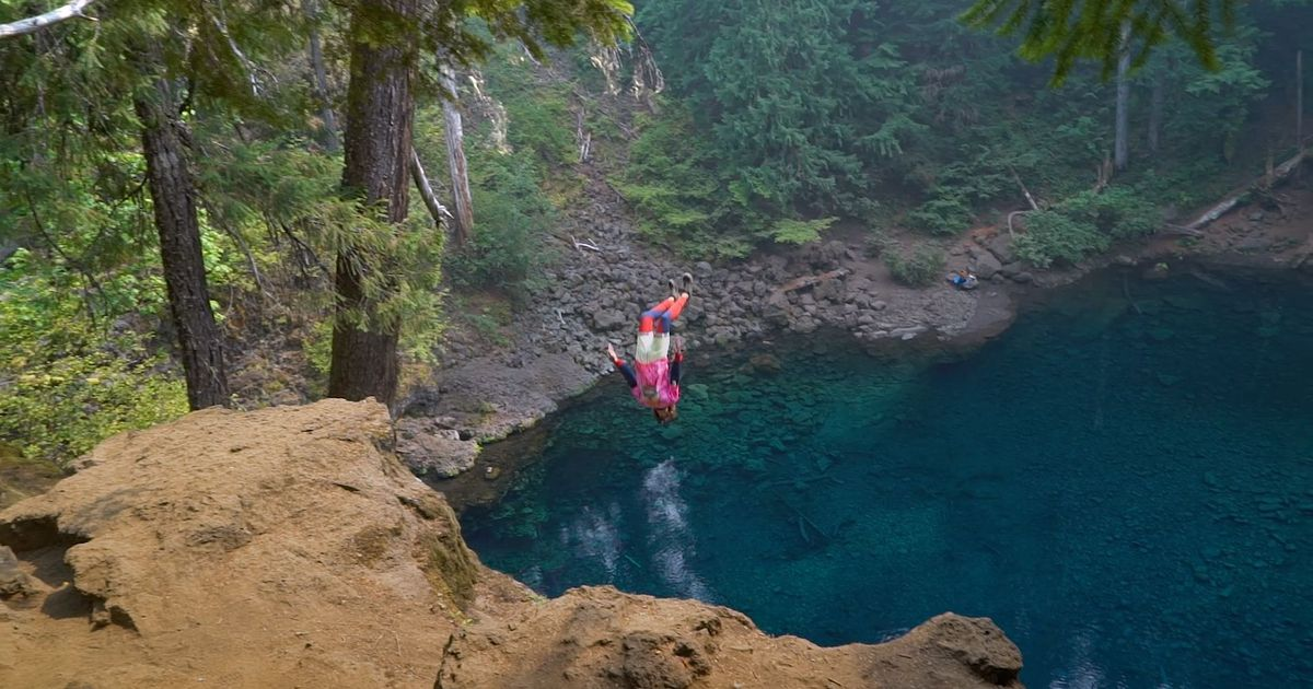 Thrill-seekers Free Falling Into Oregon's Blue Pools Will Make Your Stomach Drop photo