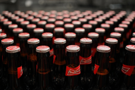 Budweiser?s Decline Clouds Ab Inbev?s Cost-cutting Approach photo