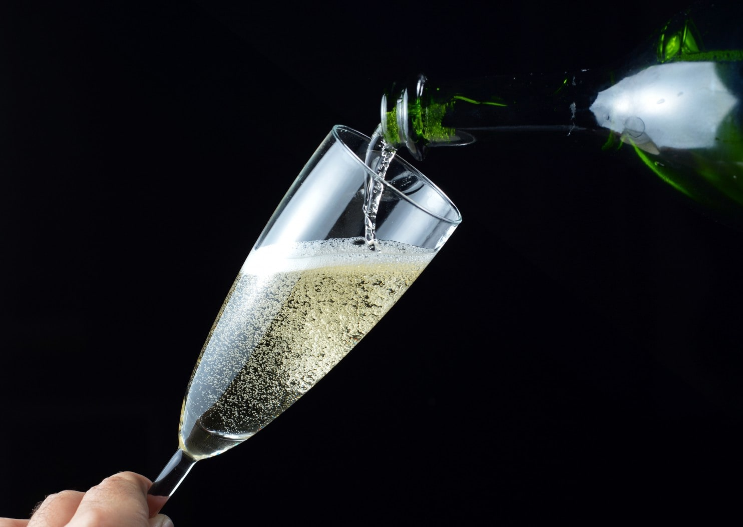 Here's What You Need To Know About Champagne (and Other Sparkling Wines) Before You Buy photo