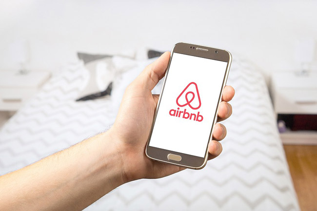 Airbnb Begins Low-flow Shower Head Hand Out photo