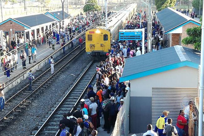 Metrorail Suspends Central Line Trains photo
