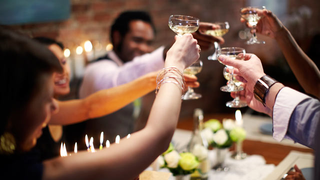 What Drink Suits an Elegant and Festive Party? photo