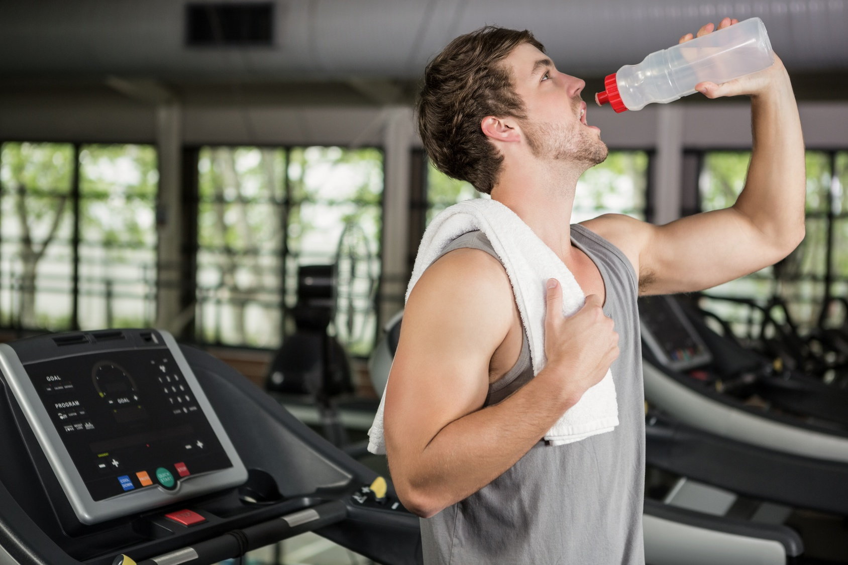 Understanding What to Drink During Your Workout photo