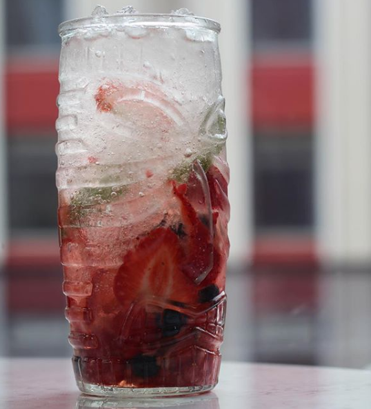 How to make a Gin Berry Muddle photo