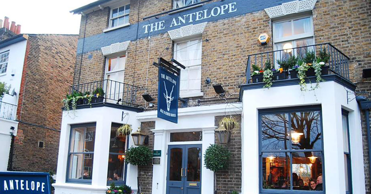 Someone Left This Pub A One-star Review For ?no Stella? And The Response Went Viral photo