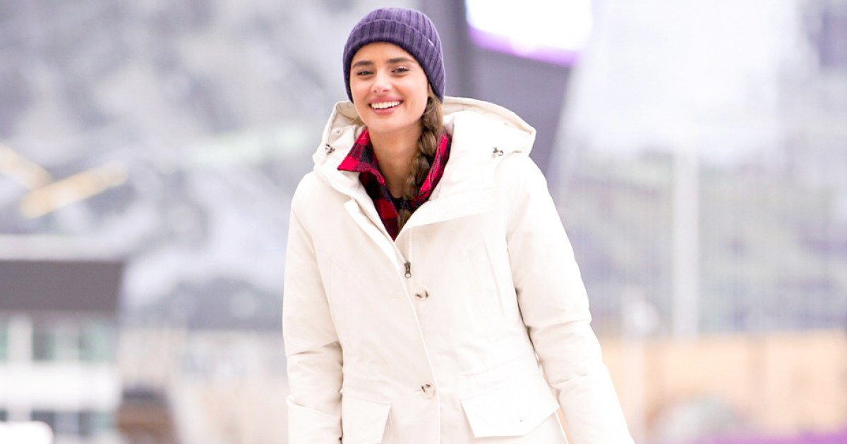 Taylor Hill Stayed Warm While Also Looking Stylish At Super Bowl photo