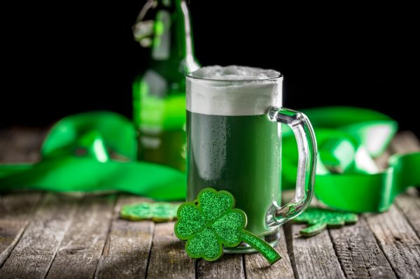 How to make green beer for St. Patrick's Day photo