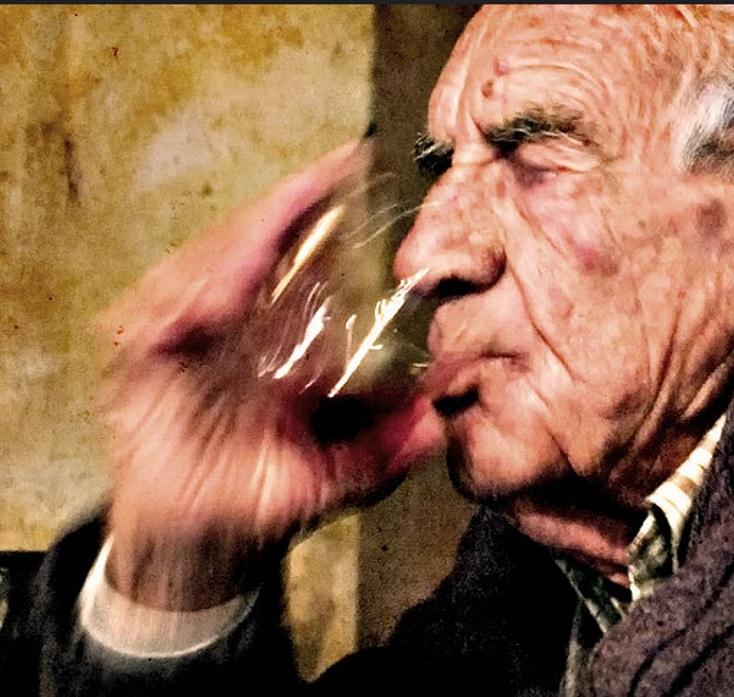Bio-rotwein Wie In Alten Zeiten photo