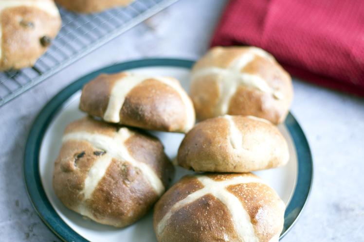 Easter 2018: How To Make Vegan Hot Cross Buns photo