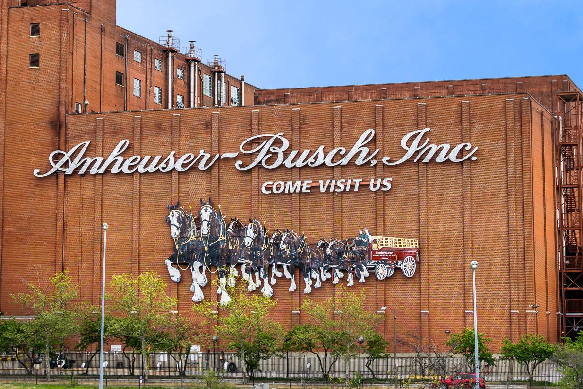 Anheuser-busch Claims Heineken Stole Its Keg Design photo