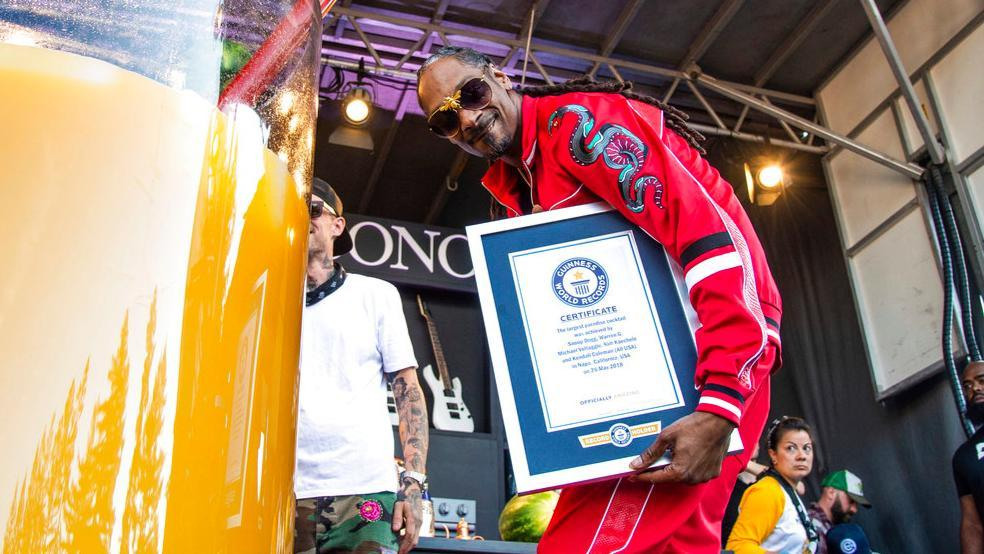 Snoop Dogg Makes Guinness World Record For World's Largest Cocktail photo