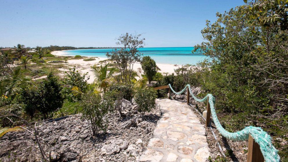 Bahamas' 11 Best Budget Beachfront Hotels photo
