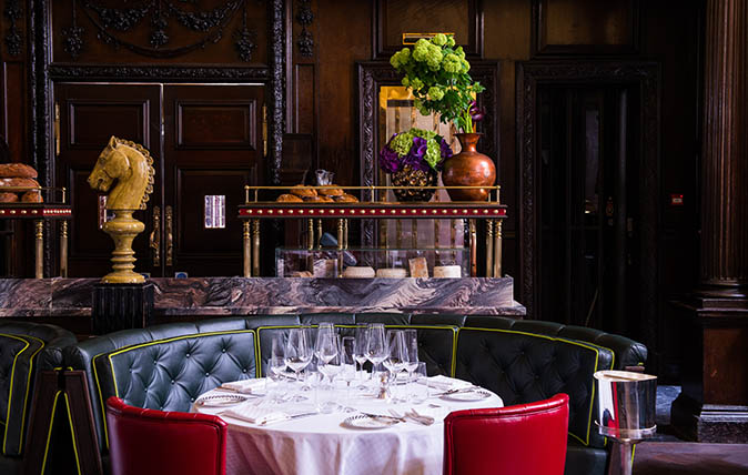Simpson's On The Strand, The Most English Of All Restaurants, Now Flying The Flag For British Bubbly photo