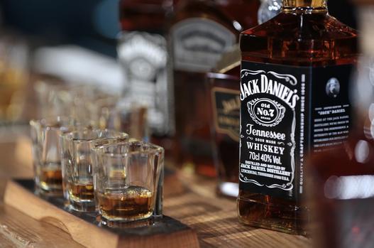 Jack Daniel's Maker Cuts Profit Forecast On Trade War Impact photo