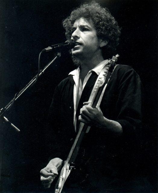Heaven Hill Sues Bob Dylan Whiskey Brand photo
