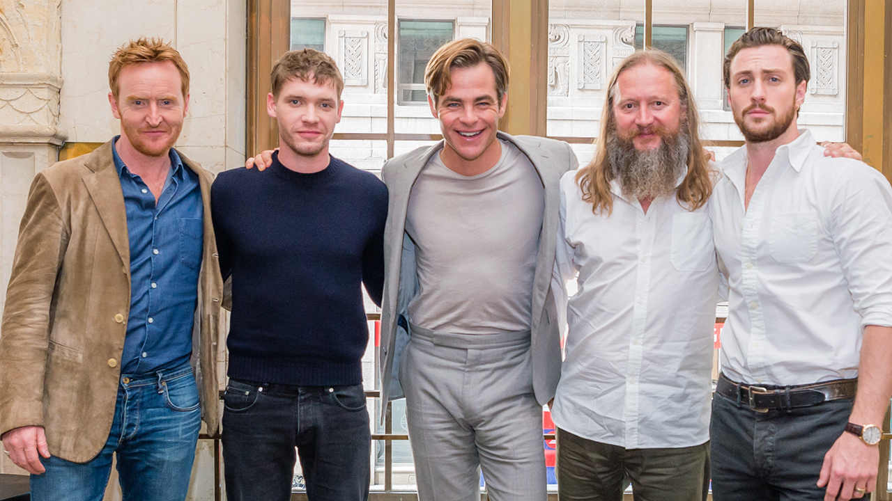 Outlaw King: Chris Pine And More On The Incredible Opening Tracking Shot photo