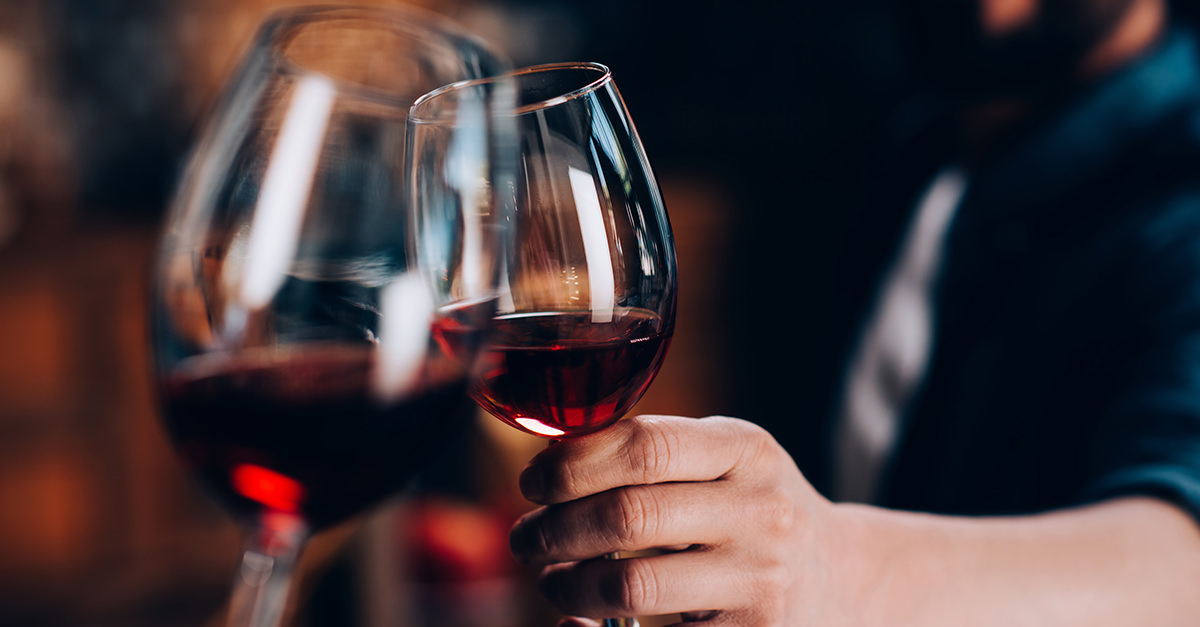 Study: Compound In Red Wine Can Alleviate Knee Pain photo