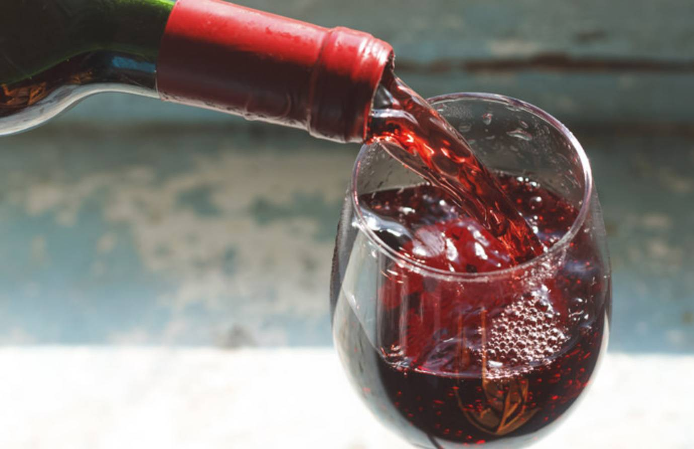 Don't Pour Wrong. How To Serve Wine The Right Way photo