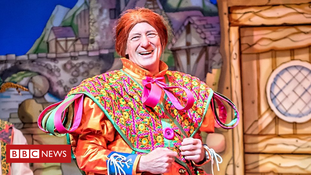 Longest-serving Panto Dame To Retire photo