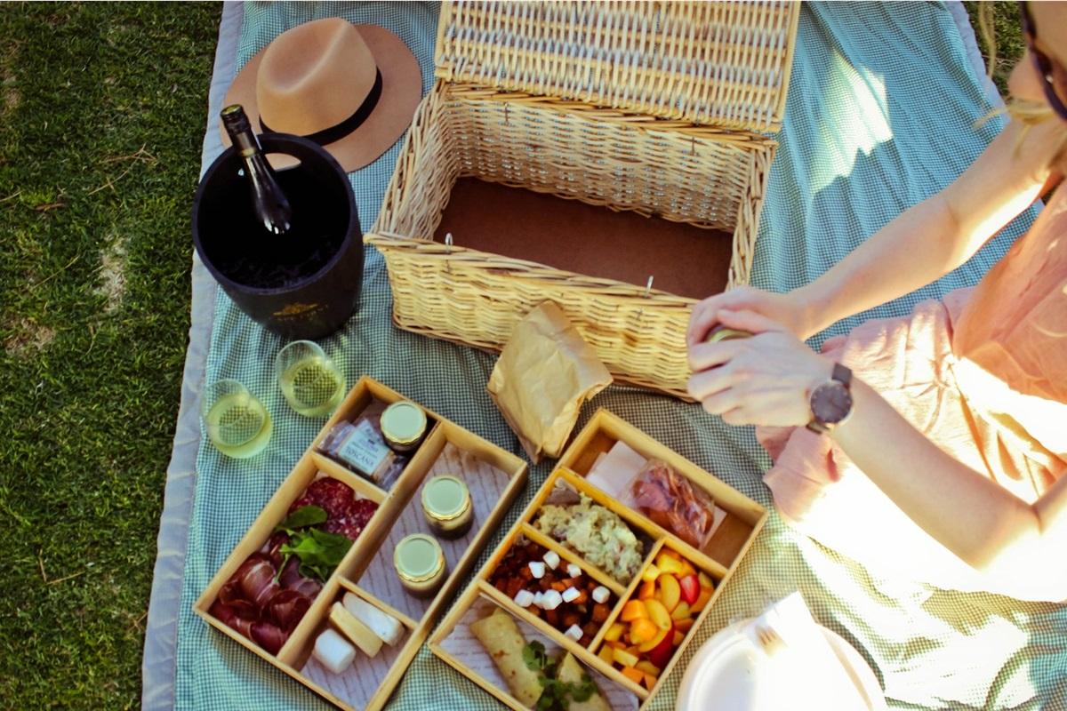 5 Cape Town Spots That Offer Gourmet Picnic Baskets photo