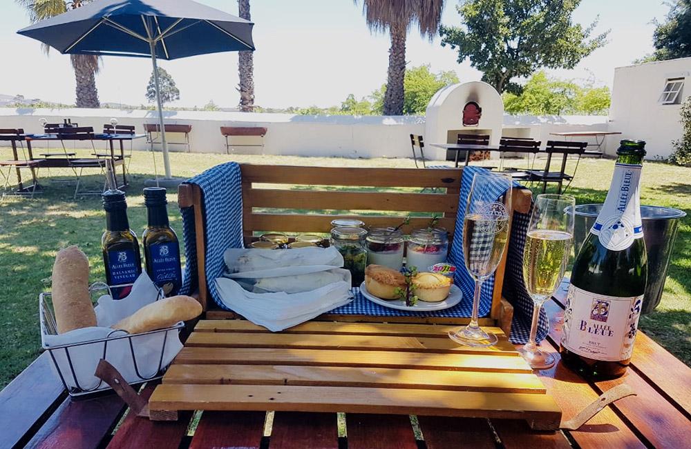 "Allée Bleue's Chic Picnics – ""chicnics"" – Are A Bucket List Summer Experience! photo"