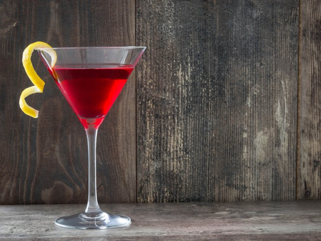 How To Make A Cosmopolitan The Right Way photo