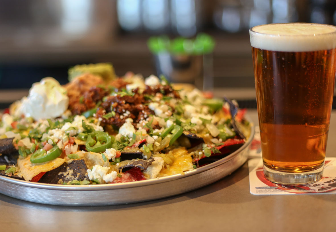 visitgrandcanyon pg yavapai tavern nachos and beer The Best Drinks To Enjoy With Nachos