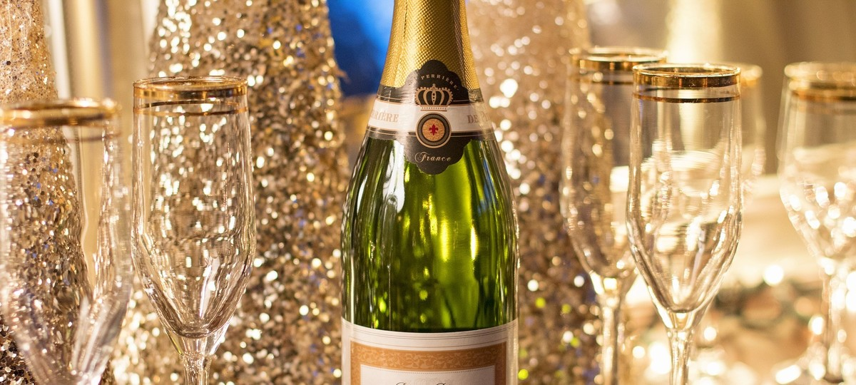 10 Luxury Wine Gifts Under $100, By Robert Whitley photo