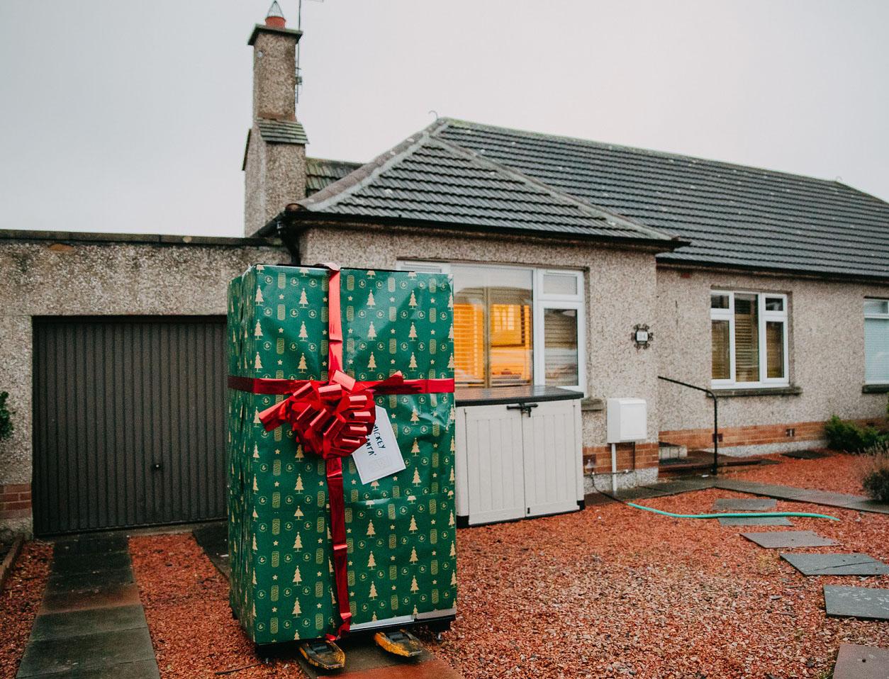 Innis & Gunn Delivers Beer Vending Machine To Lucky Edinburgh Resident photo