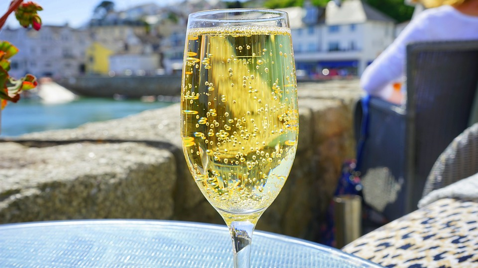 How to put the fizz back in flat bubbly photo