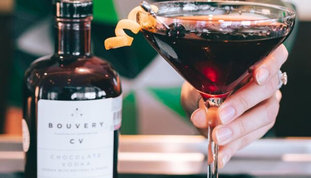 Mix It Up This Year With Hip Houston Hotel's Cocktail Classes photo
