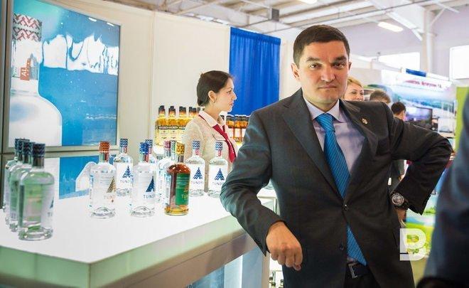 Minnakhmetov To Pour 'russian Vodka': Tatspirtprom Requests Patent To Export 'russian ?urrency' photo