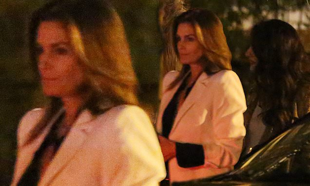 Cindy Crawford Rocks Chic Blazer On A Girls' Night With Amal Clooney photo