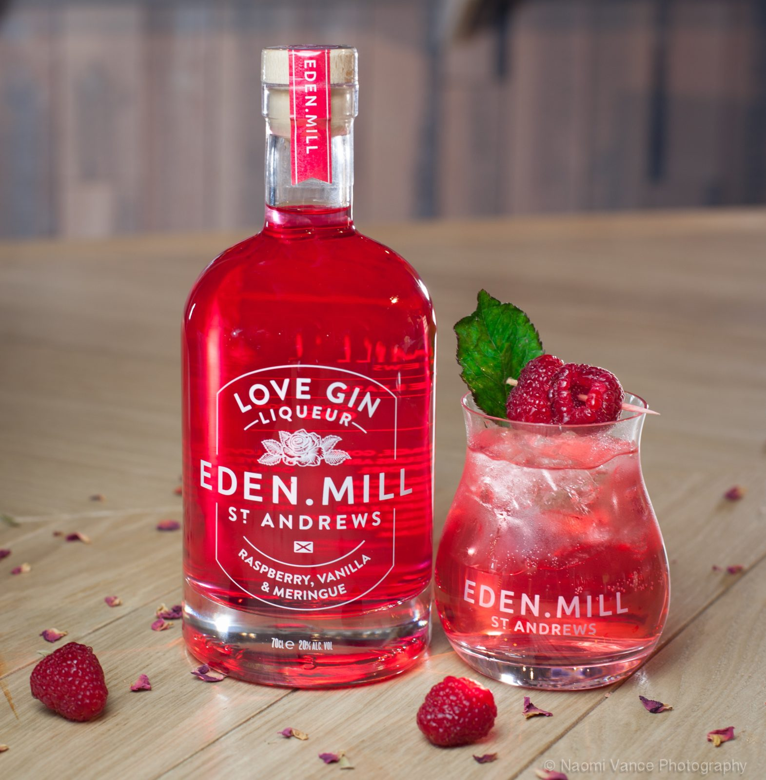 Valentine's Day: 5 Of The Best Scottish Gins To Buy Your Partner photo