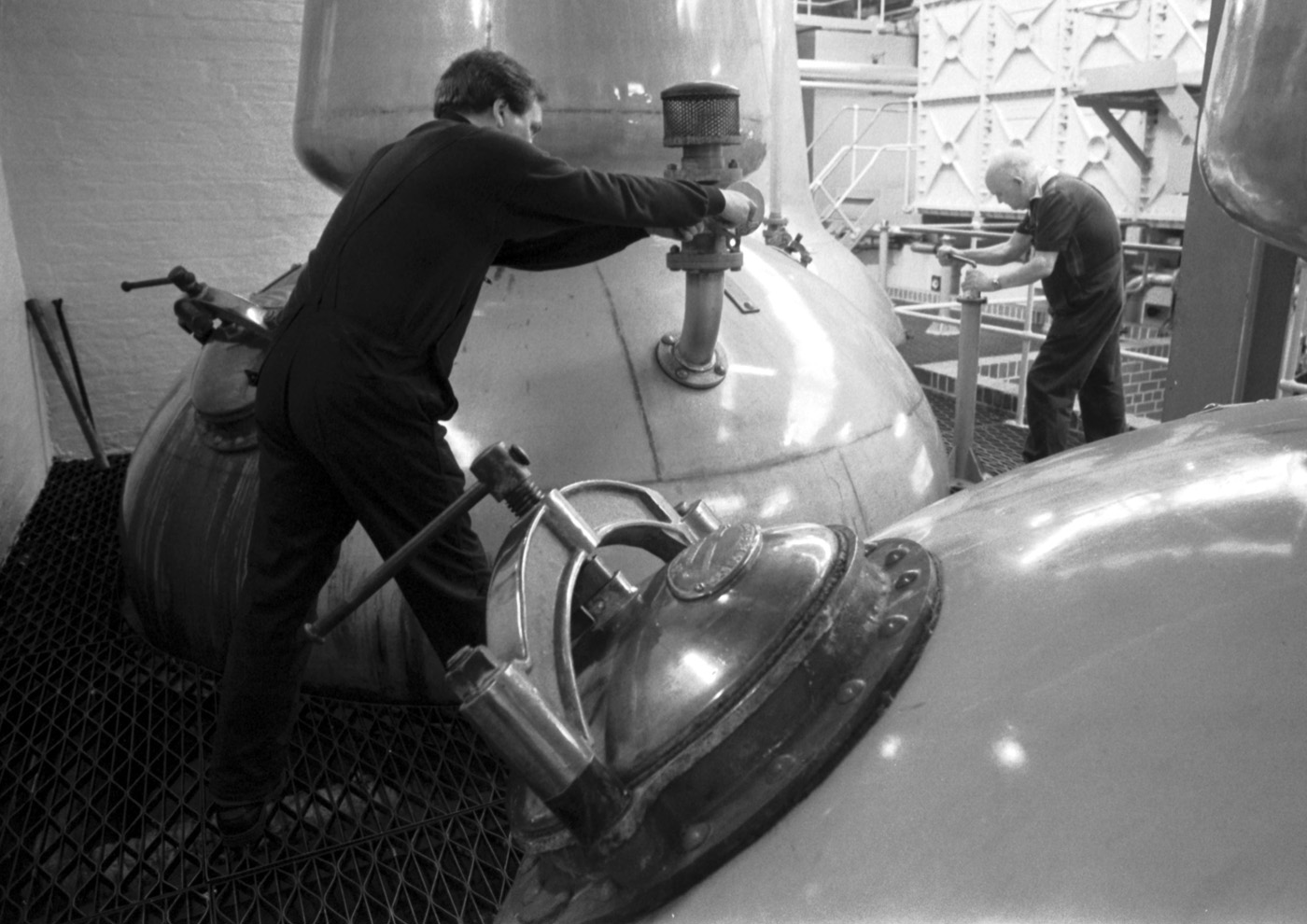 22 Amazing Archive Pictures Of Scotland's Whisky Distilleries photo