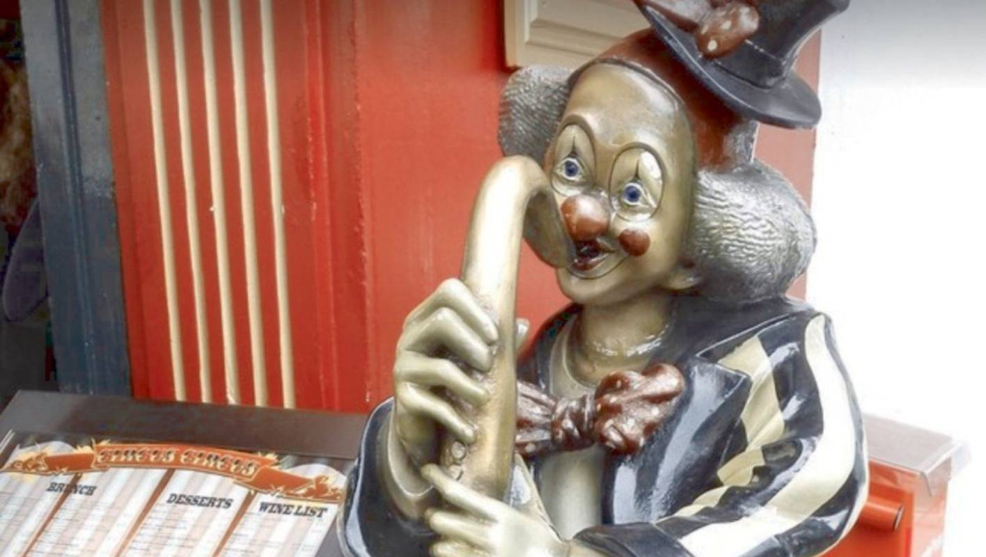 Two Metre-tall Clown Stolen From Outside Auckland Cafe photo