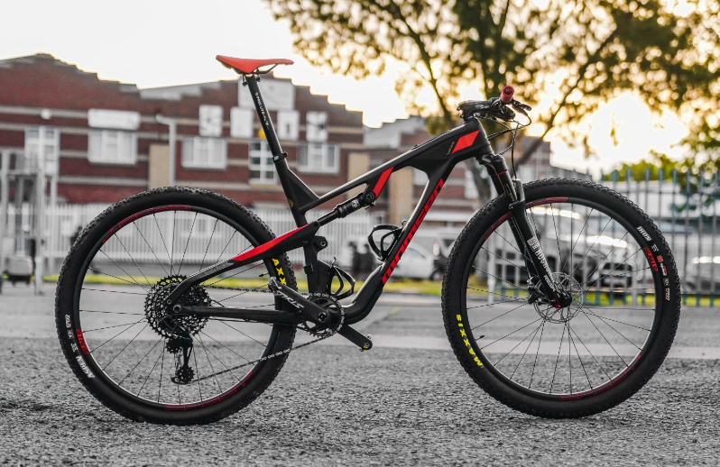 Bike Check: Momsen Vipa Ultra Devil's Peak Custom photo