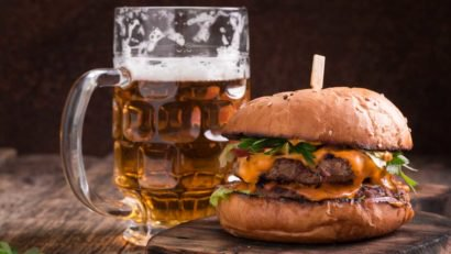 20 Beer And Burger Pairings From Around The World [infographic] photo