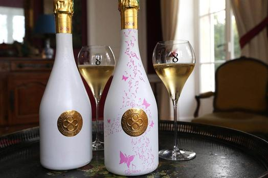 Look: This Champagne Changes Colour When Chilled photo