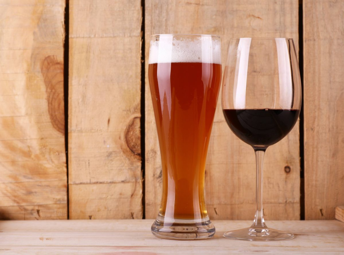 Does drinking beer before wine ease the hangover? photo