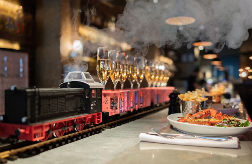 First Class! This Brunch Delivers You Bottomless Champagne By Train photo