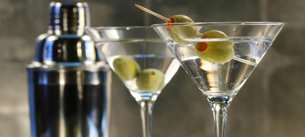 The Proper Way To Make A Damn Good Martini photo